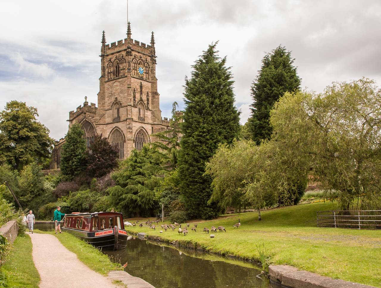 Approachin Kidderminster Lock 6 from the north with St Mary and All Saints church in the background.